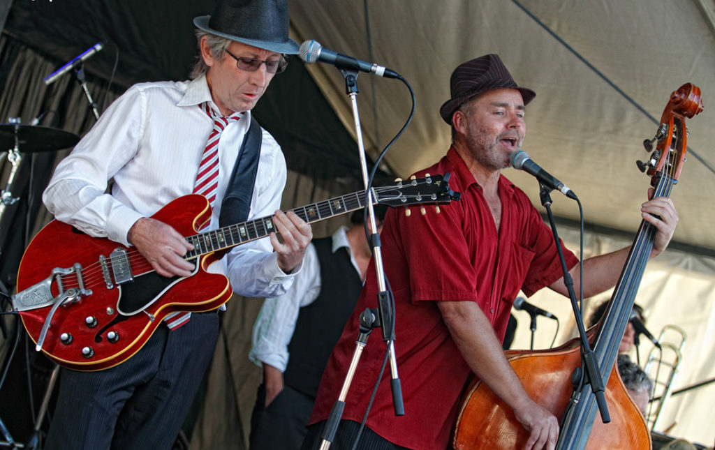 "Dai ""Jukebox"" Jones and Steve Purcell from the Pearly Shells - Mordialloc Food and Wine festival"