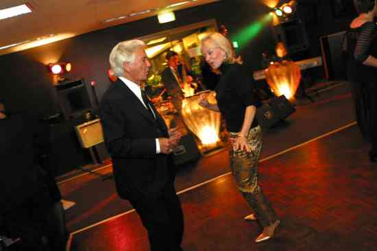 Ex PM Bob Hawke and wife Blanche cut the rug